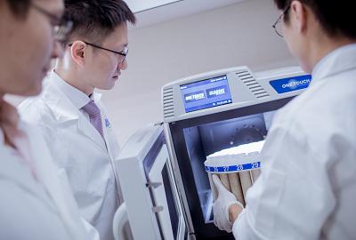 科安公司的應用服務團隊操作微波消化器